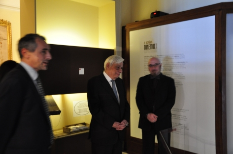 """Presentation of the sculpture """"Bloody War"""" to the Presintent of the Hellenic Republic"""
